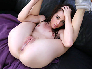 Girl shaved pussy to be fucked